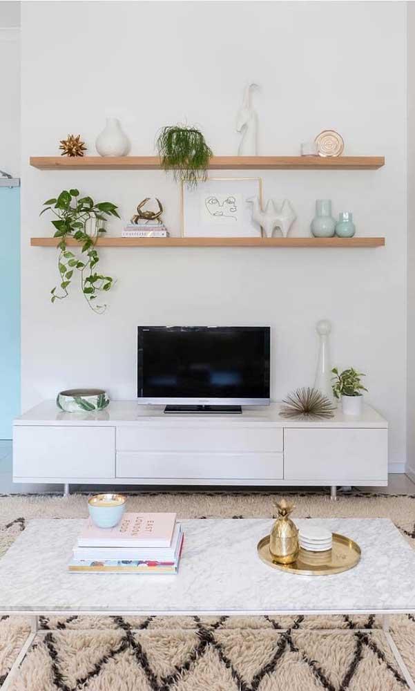 Opte por uma sala de TV simples, mas que seja harmoniosa.
