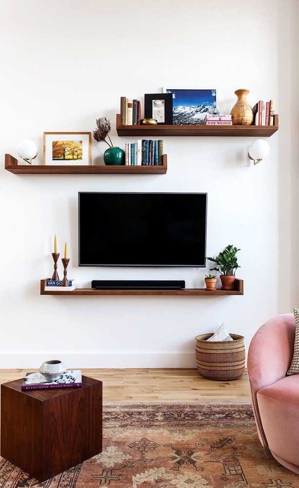 Que tal fazer uma decoração de sala de TV simples?