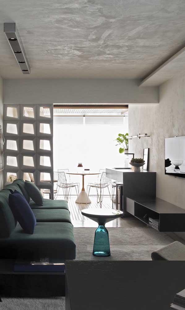 Escolha móveis adequados na hora de decorar a sala de TV.