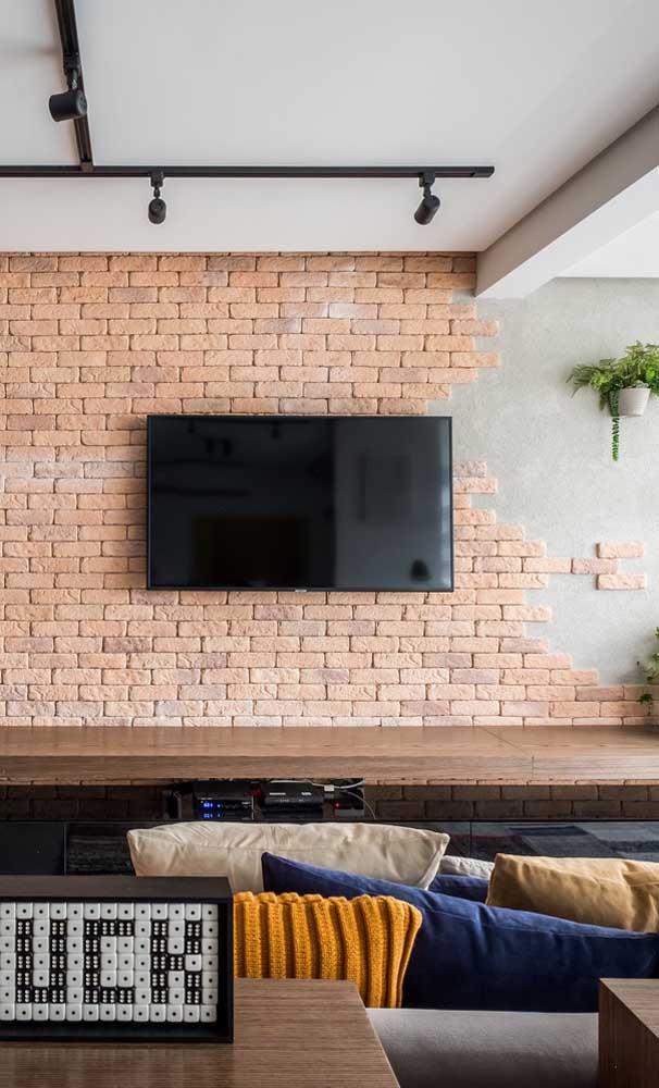 Olha como você pode decorar a parede da sala de TV.