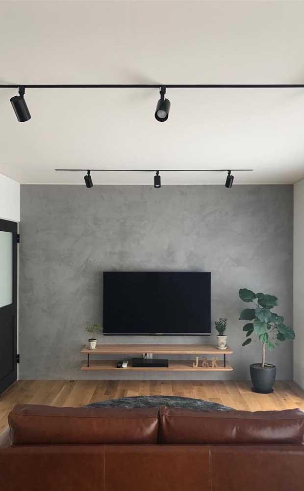 A parede feita com cimento queimada deixa o ambiente mais moderno.