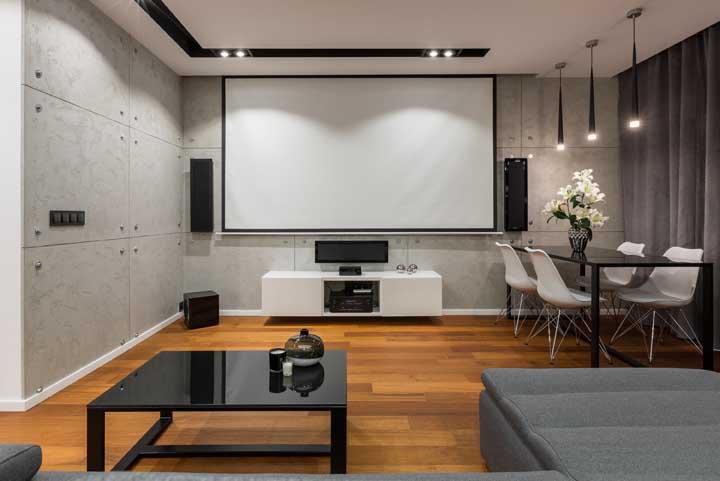 A sala de TV pode ser conjugada com a sala de jantar e de estar.