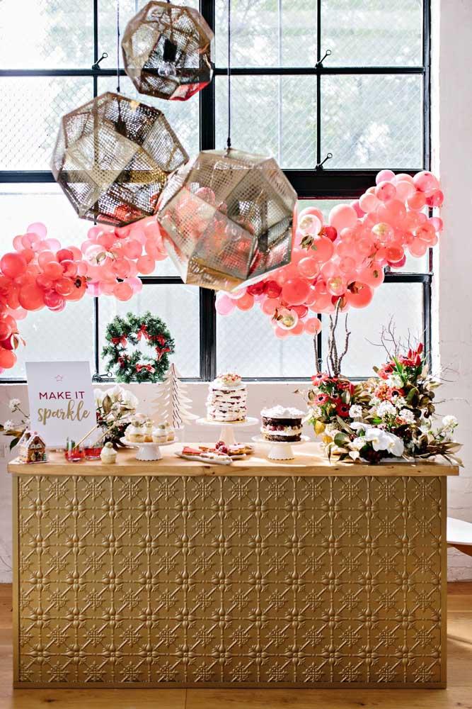 Faça uma mistura de arranjos de mesa de natal para deixar o local ainda mais lindo.