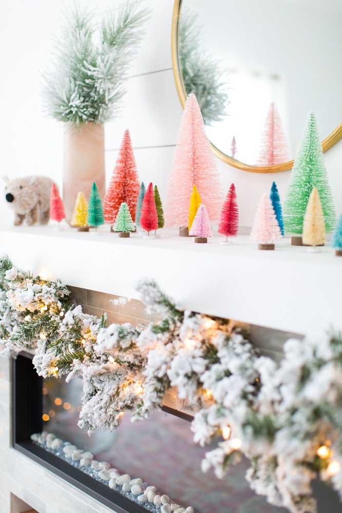Aproveite os arranjos de natal para fazer uma decoração mais colorida.