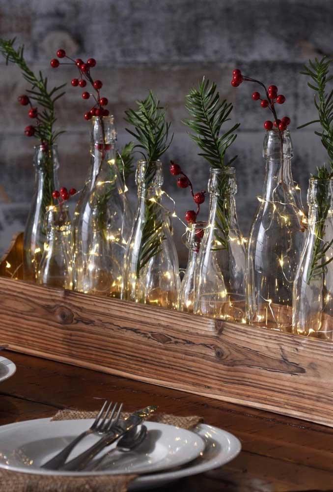 Os arranjos de natal com garrafas de vidro são perfeitos para qualquer decoração.