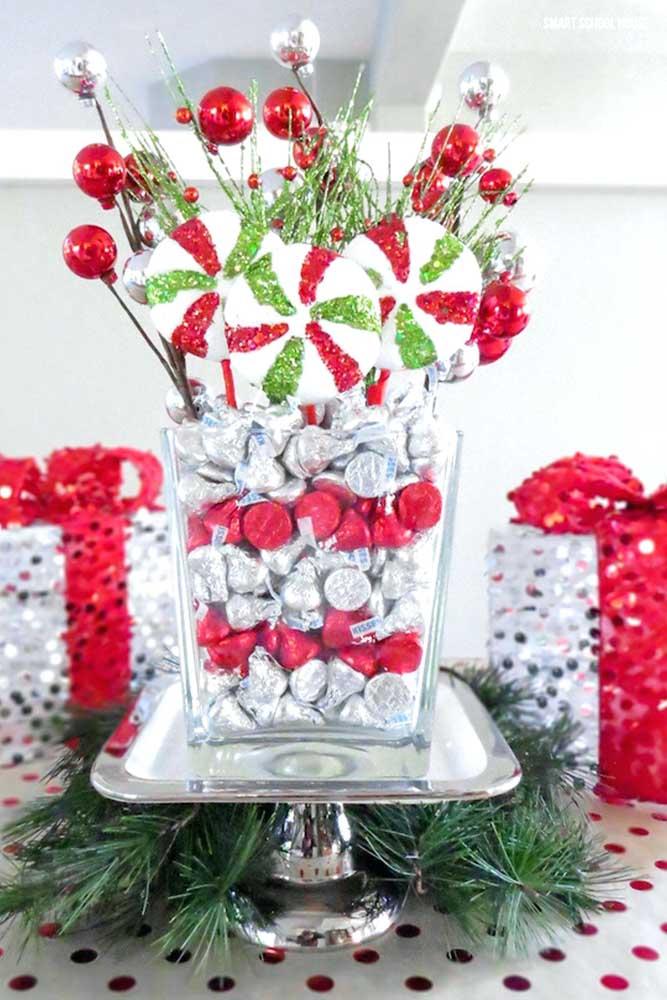 Faça um arranjo de natal com itens comestíveis para alegrar a criançada.