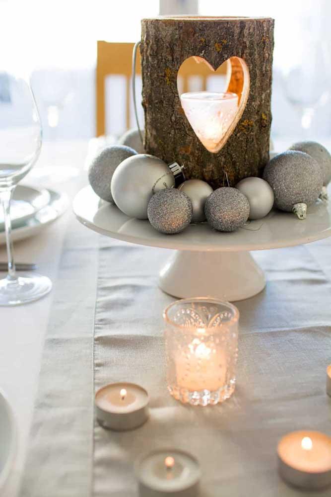 Os arranjos de natal com bolas são os mais usados na decoração.