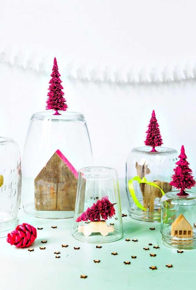 Você pode aproveitar bombonieres, vasos de vidro e potes transparentes para fazer belos arranjos de natal.