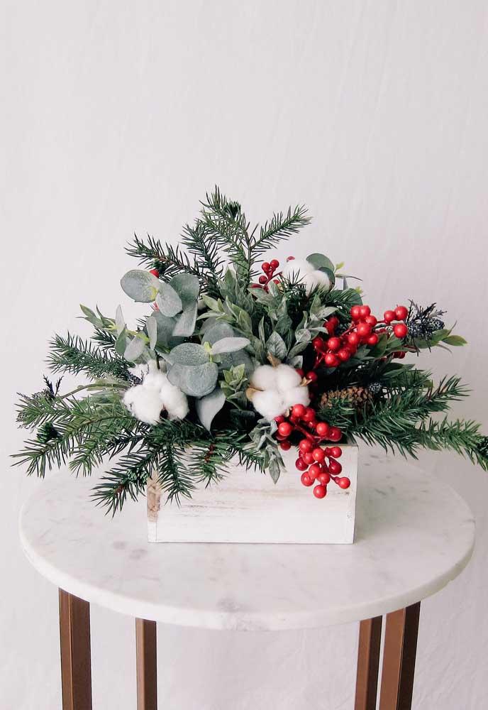 Você pode fazer arranjos de natal dentro de uma caixa.