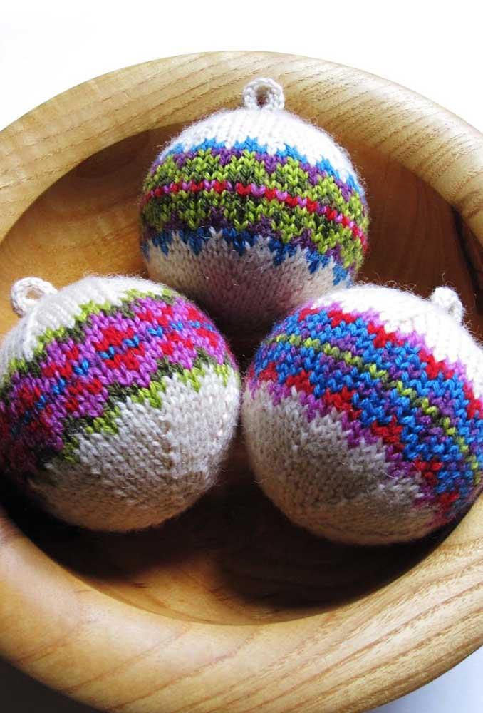 Fazer bolas de natal artesanal pode ser uma ótima terapia.