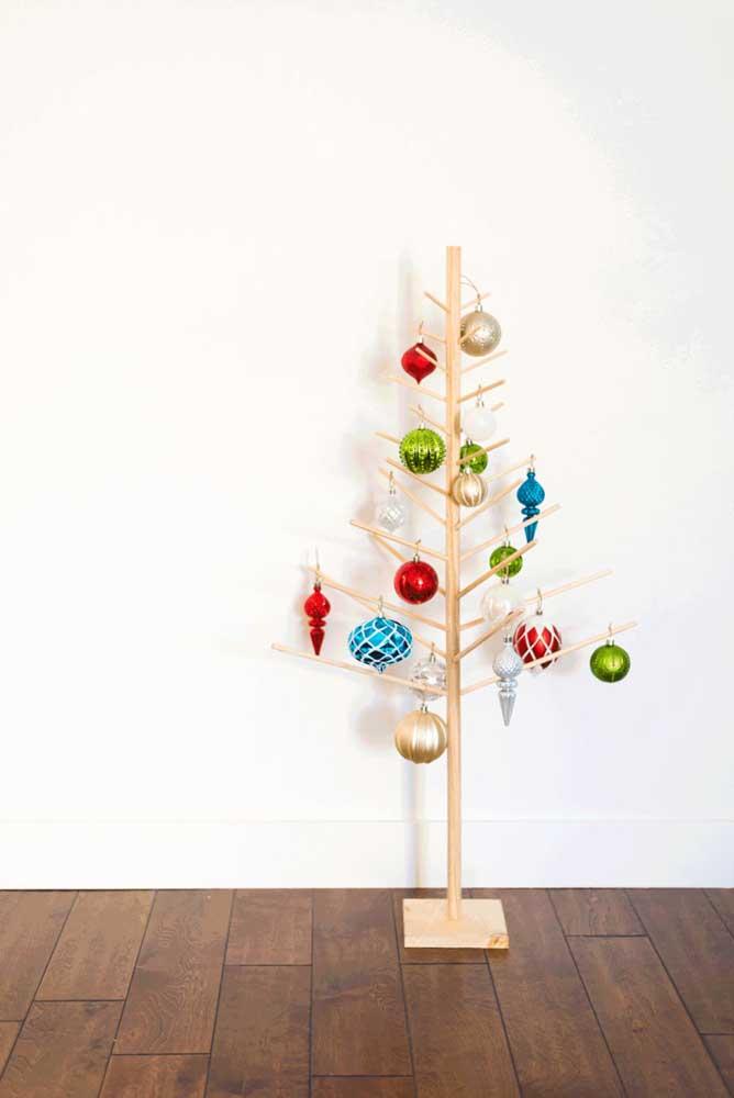Independente da árvore, bolas de natal não podem faltar na decoração.