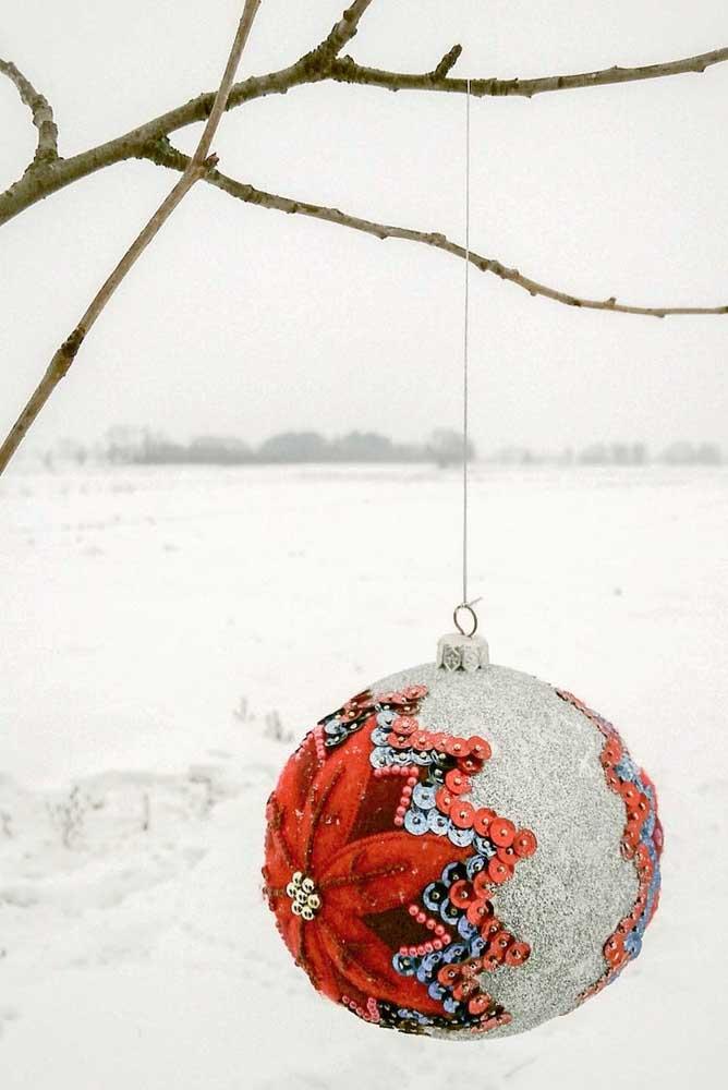 No verão ou no inverno, a bola de natal já é uma tradição natalina.