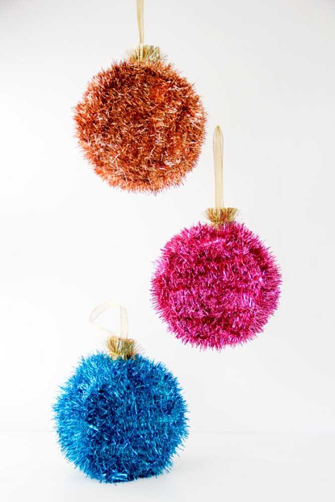 Ou use outro tipo de material para fazer bolas de natal brilhantes.