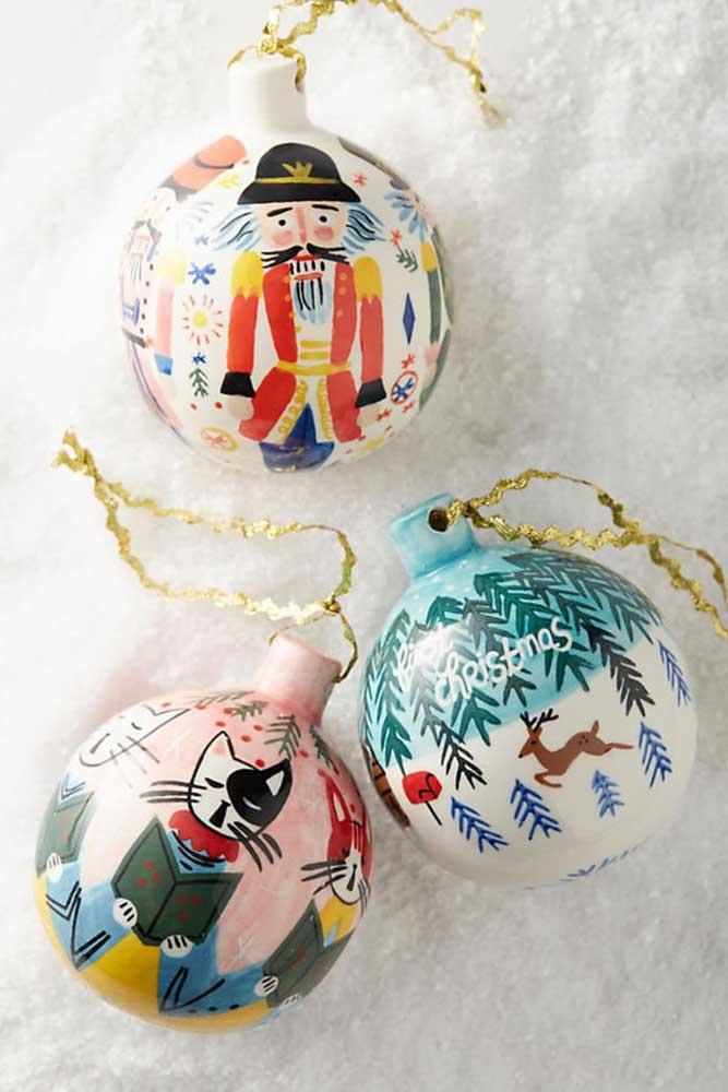 As bolas de natal artesanal são ótimas opções para quem deseja exercitar seu lado artístico.