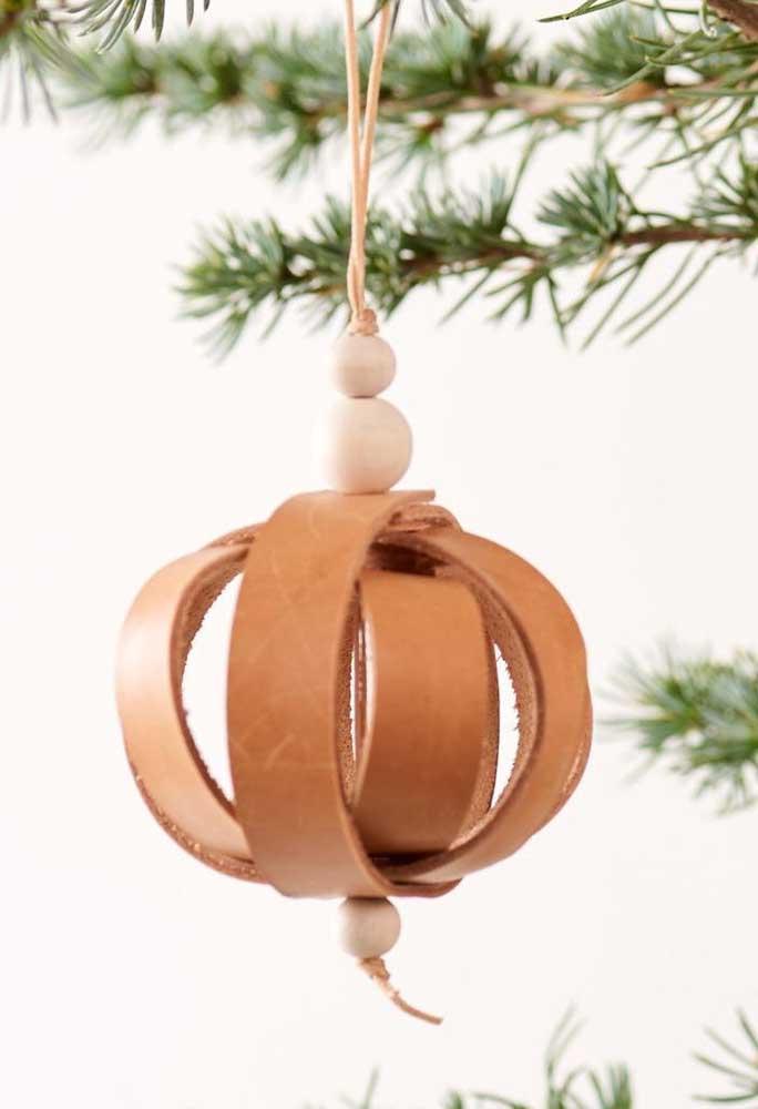 Aposte em bolas de natal com design diferenciado para colocar na árvore.