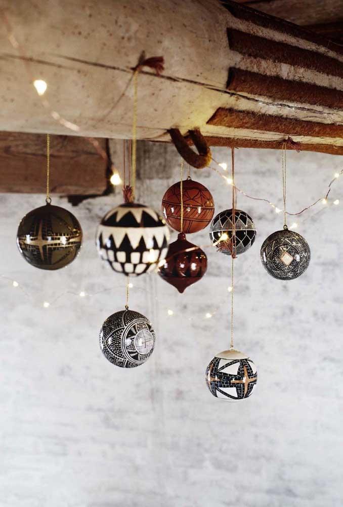 Veja essas bolas de natal de formato e estilos diferenciados.