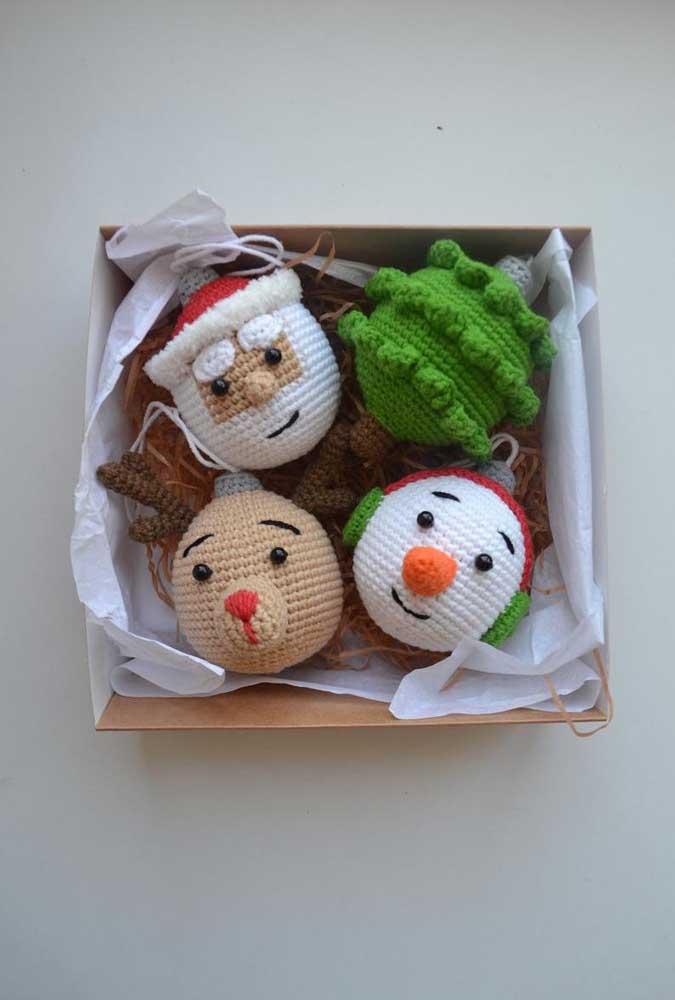 As bolas de natal no formato das carinhas dos personagens principais do momento são extremamente charmosas.