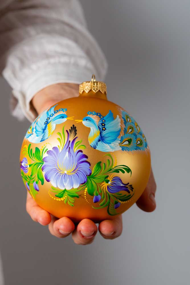 Olha que belo desenho pode ser feito na bola de natal.