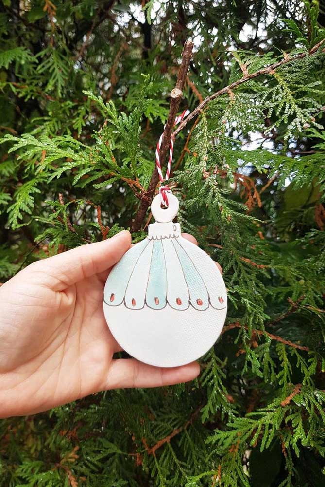 Decore as árvores internas e externas da sua casa para receber o natal.
