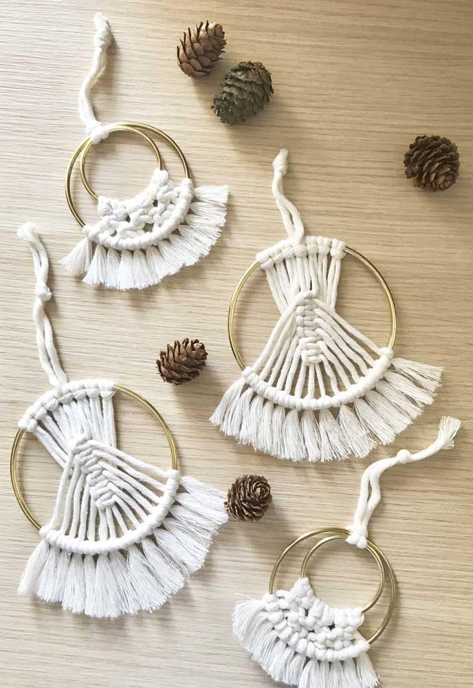 Falando em bijuterias, você pode se inspirar nelas para criar as bolas de natal.