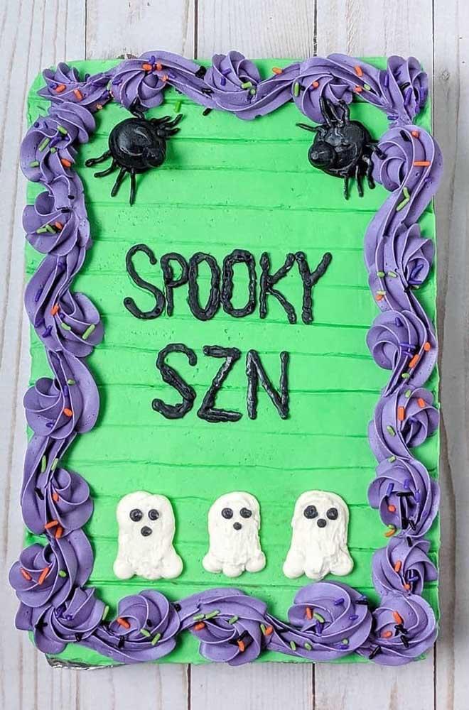 Veja só esse bolo decorado halloween chantilly simples e fácil de fazer.