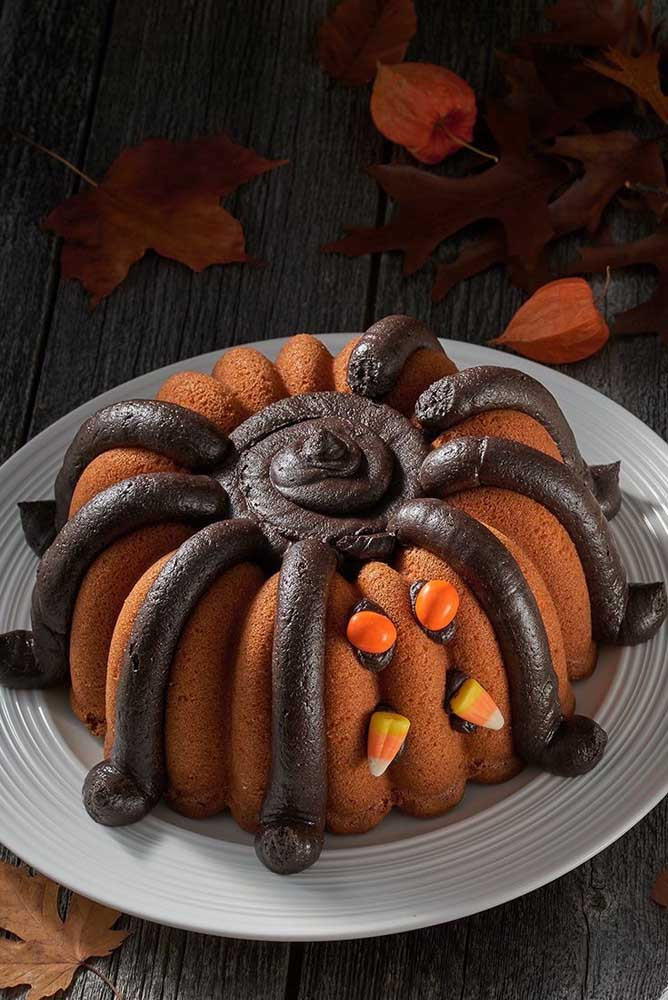 Uma mistura de abóbora com aranha para comemorar o halloween em grande estilo.