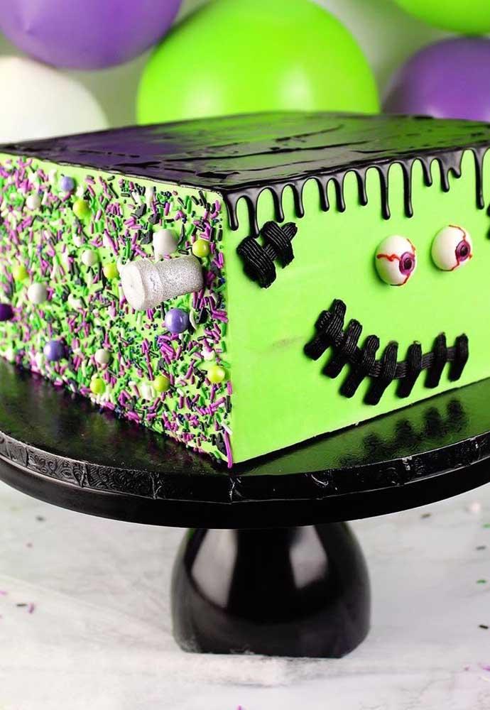O Frankenstein é uma das figuras imperdíveis da festa halloween. Que tal fazer um bolo dele?