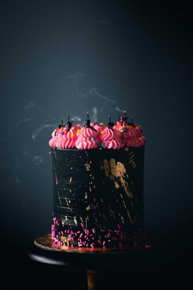 Olha que bolo halloween chantininho incrível você pode fazer para a sua festa.