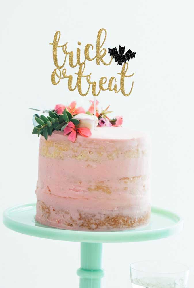 Mas se for um bolo mais feminino, acrescente algo mais singelo no topo.