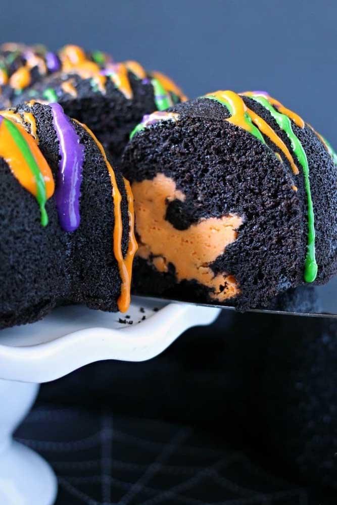 Na festa halloween o bolo é um dos itens principais do evento.