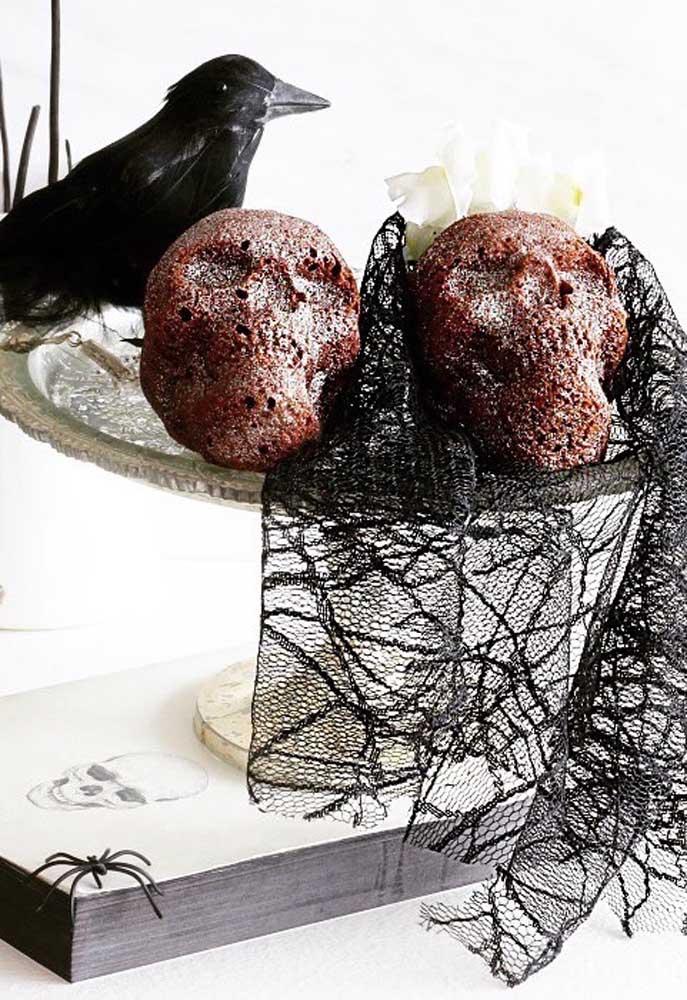 Já pensou em fazer alguns bolos no formato do rosto de caveira?
