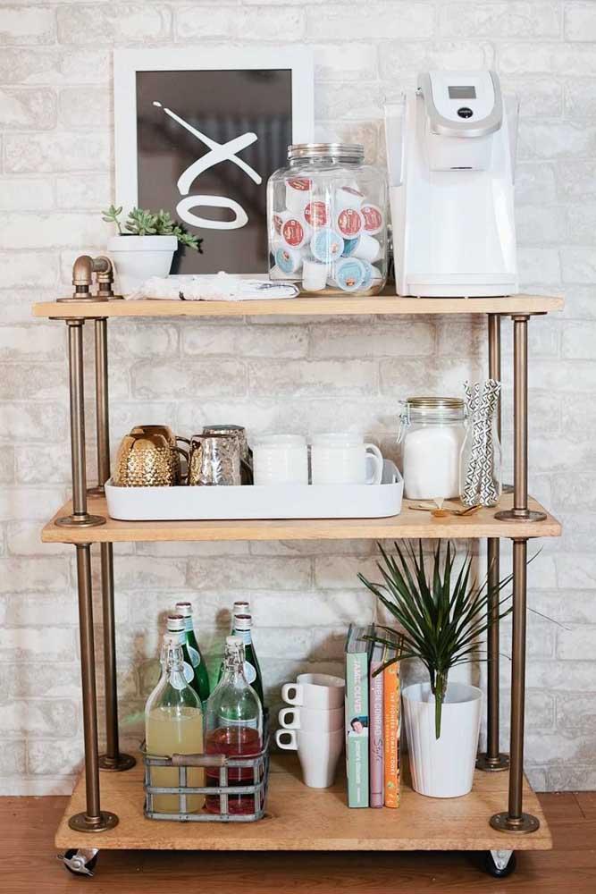 Ou você pode aproveitar o carrinho de bar para fazer o cantinho do café.