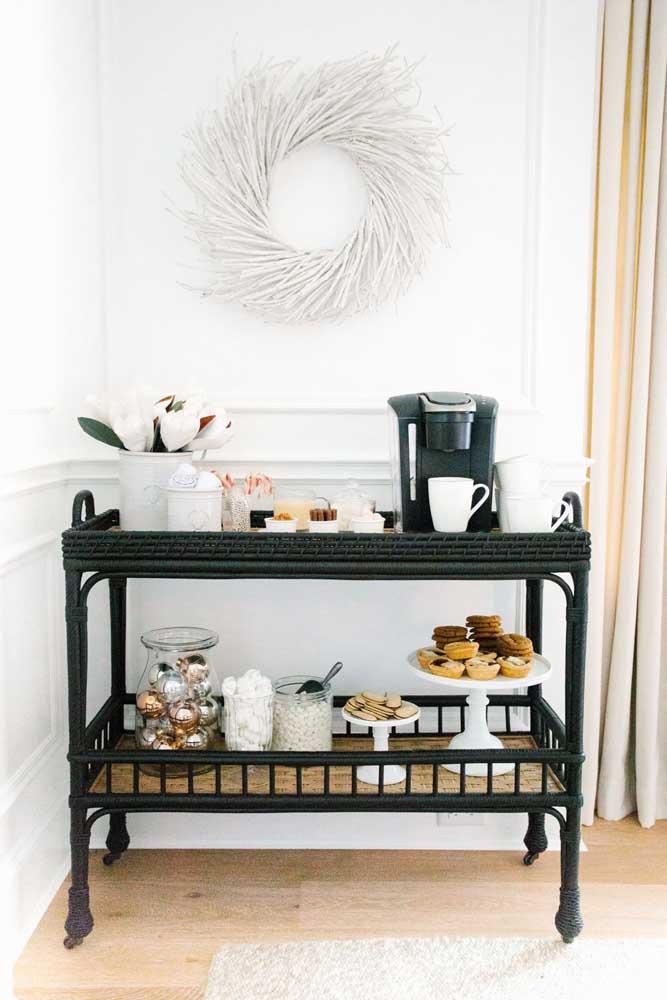 Aproveite o carrinho de bar e faça o cantinho do café na sala.