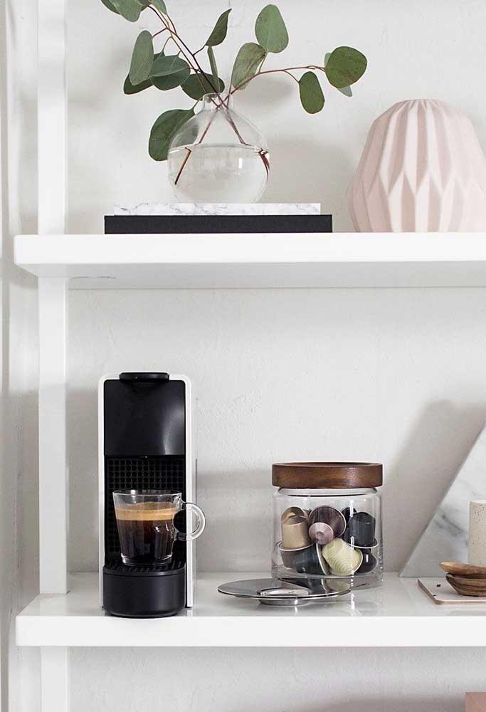 Você não precisa ter um cantinho do café enorme para garantir um espaço aconchegante.