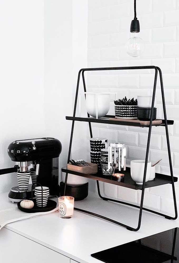 Se a intenção é ter mais praticidade na hora de fazer o cantinho do café, nada melhor do que fazer na cozinha.