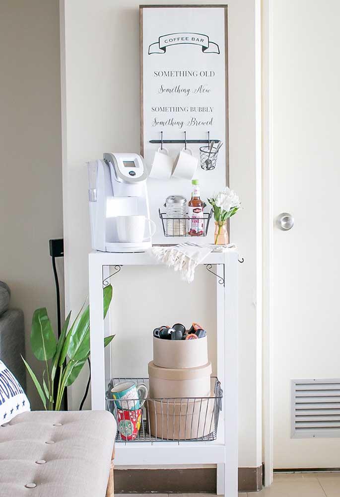 Acrescente um quadro criativo na decoração do cantinho do café.