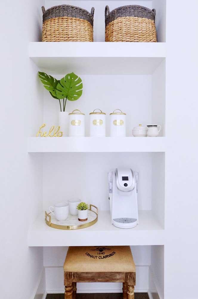Escolha itens decorativos que combinem com o restante da decoração.