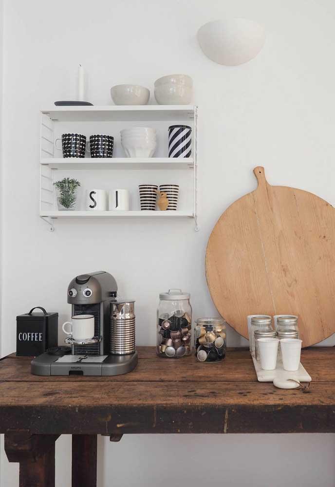 Pode ser em cima daquela mesa que você não usa mais, mas que fica super estilosa.