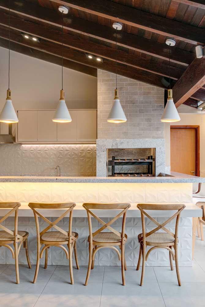 A churrasqueira de tijolo não pode fugir do estilo de decoração do ambiente.
