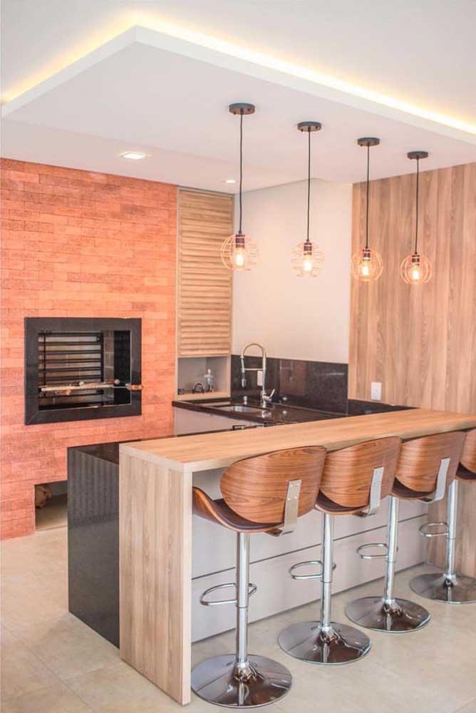 A churrasqueira de tijolo consegue dá um toque especial para essa cozinha.