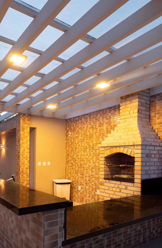 Perceba como uma boa iluminação pode fazer uma enorme diferença na área de lazer.