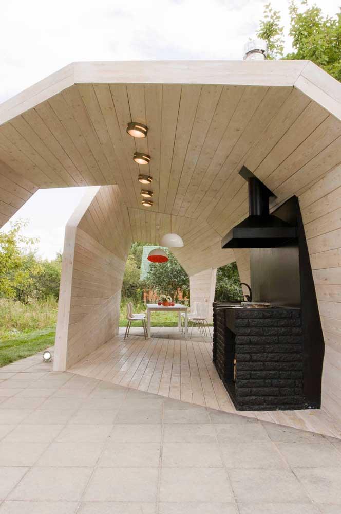 A churrasqueira de tijolo no chão pode ser uma ótima opção para sua casa.