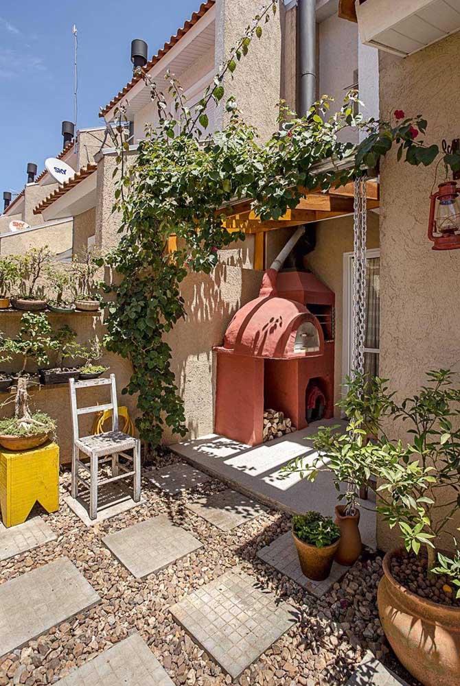 Aposte em uma churrasqueira de tijolo simples para sua casa.