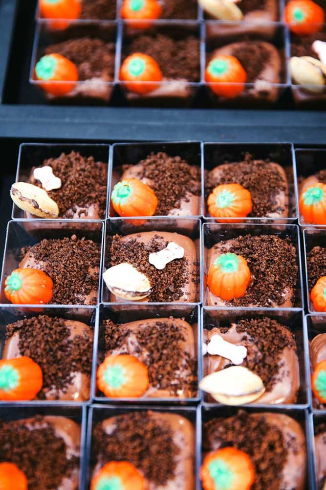 Personalize os doces da festa Halloween.