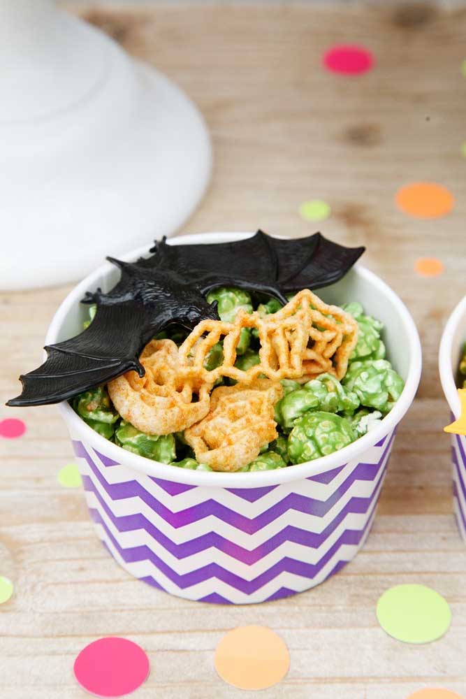 Brinque com as comidas do cardápio Halloween.