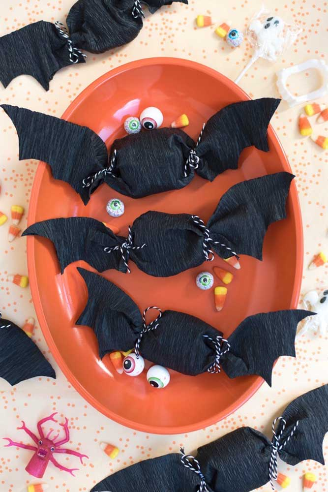 Que tal distribuir balas no formato de morcego?