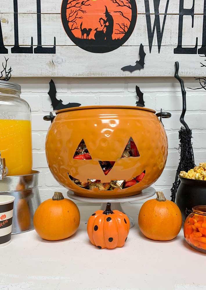 A abóbora é um item obrigatório na decoração da festa Halloween.
