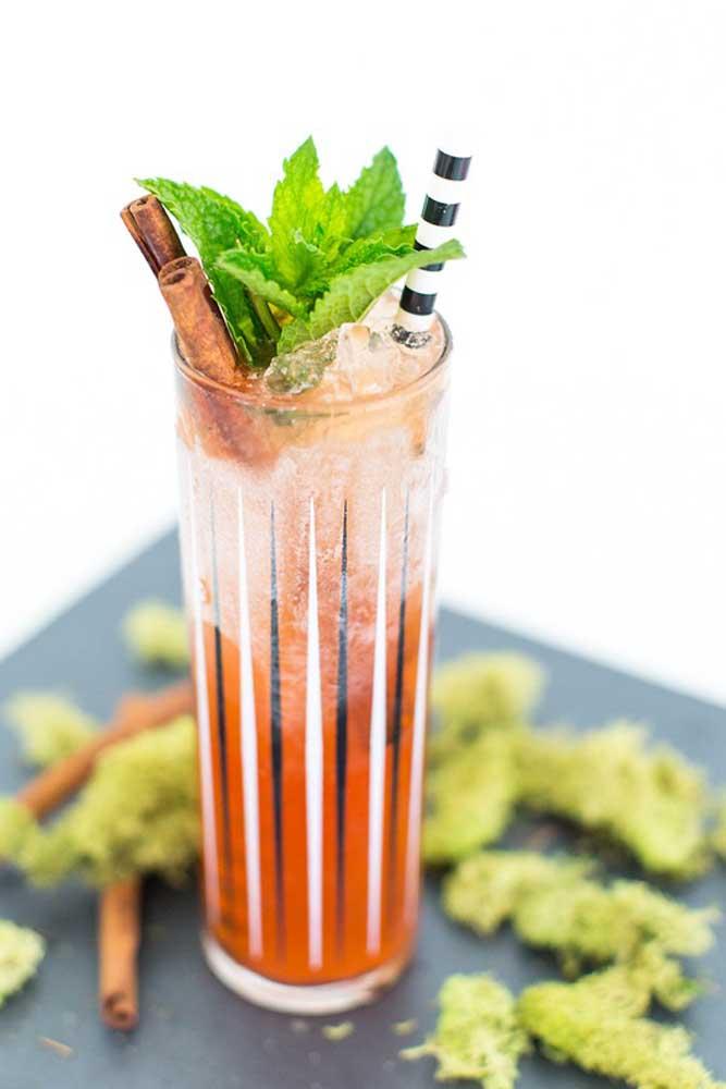 Experimente fazer bebidas diferenciadas para os convidados.