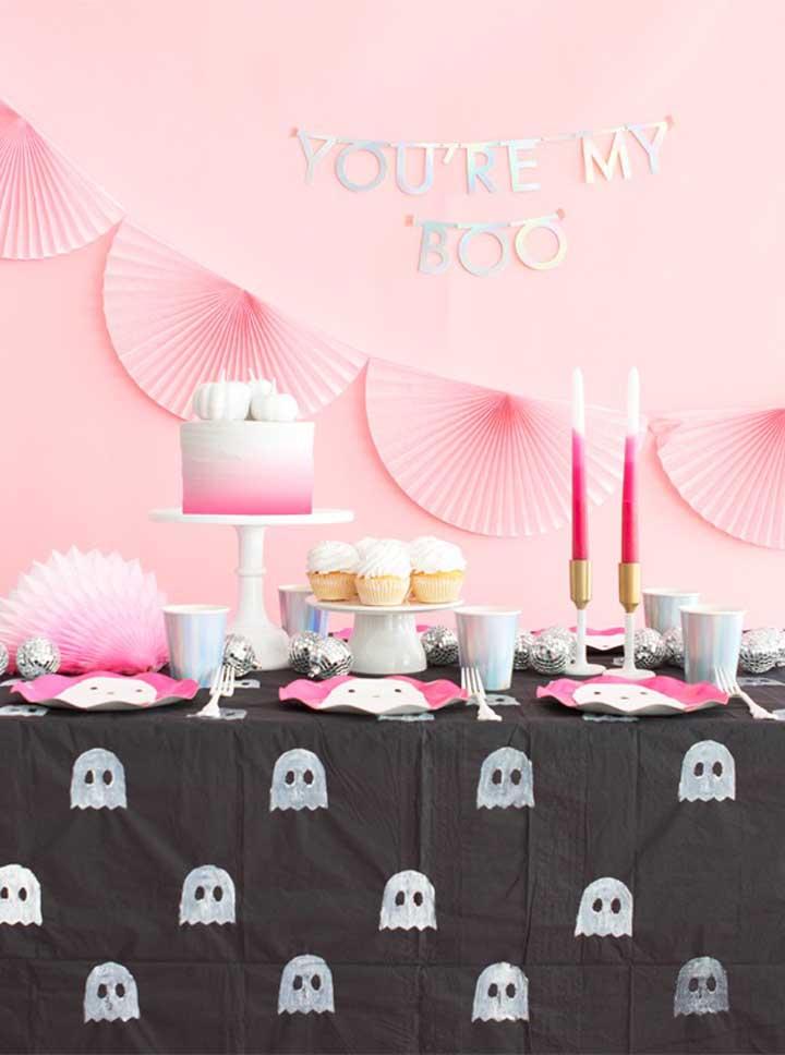 Sabia que é possível fazer uma festa Halloween bem feminina?