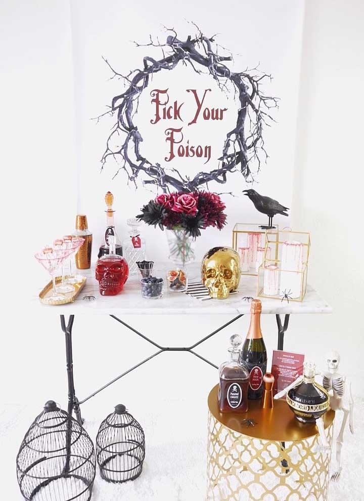 Reserve um cantinho só para colocar as bebidas da festa e capriche na decoração.